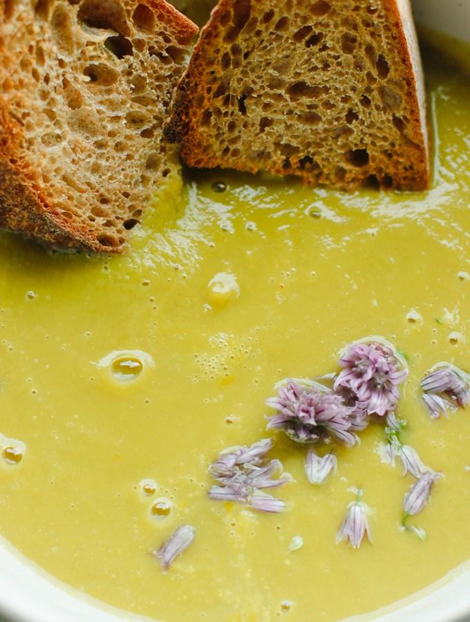 Simple Creamy Asparagus Soup