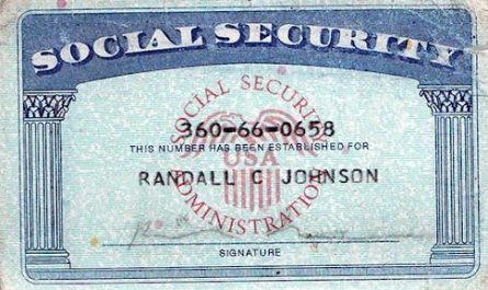 The SSN card uses what font?
