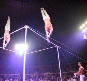 El Trío Power. Barras Fijas en el Circo Raluy Legacy