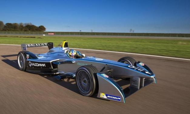 Formula E: Spark-Renault SRT_01E fully electric car breaks cover in France