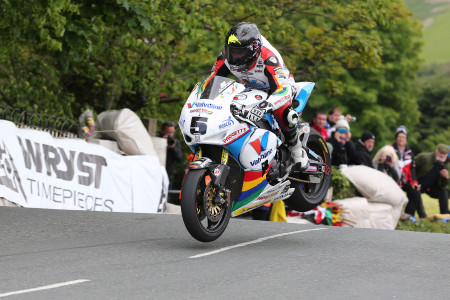 Bruce Anstey on the Valvoline Racing by Padgetts Honda in the RST Superbike TT race. Picture by Dave Kneen