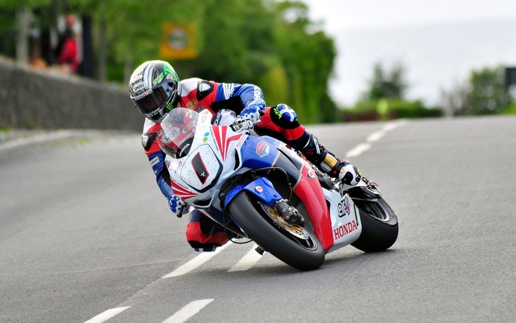 John McGuinness again sets the pace at the 2011 Isle of Man TT Races