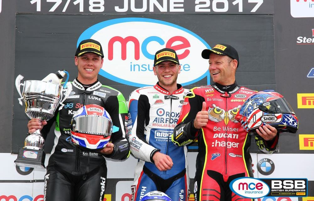 BSB: Dixon propels himself into the MCE BSB premier league with Knockhill victories