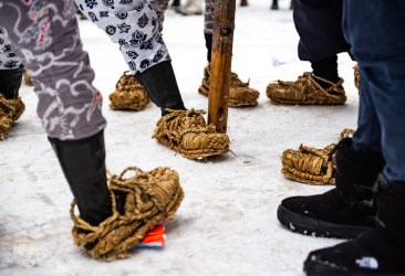 Their traditional snow-shoes prevented the pole as well as themselves from sliding. So nice to see these traditional festivals so alive. We were really inspired by these snowfestivals, a great way to be active and social in these cold and dark times!