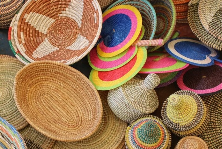 Shopping and bargaining. Travel in West Africa - Circumspecte