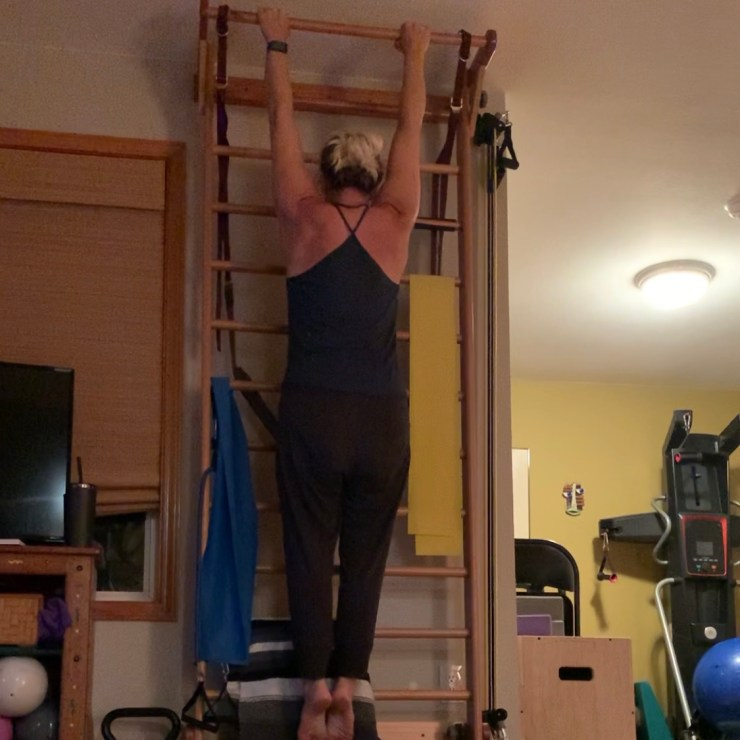 """Pull-up tips for aerialists. Jessica John demonstrates the """"break the bar"""" cue."""