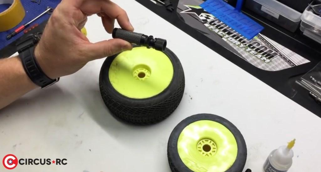 Comment équilibrer ses pneus par Adam Drake