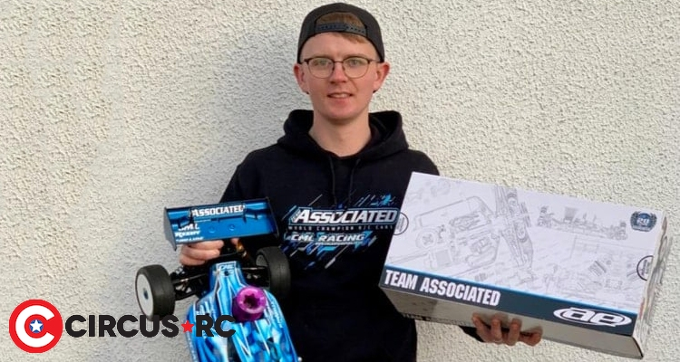 Bradley Baird signs with Team Associated