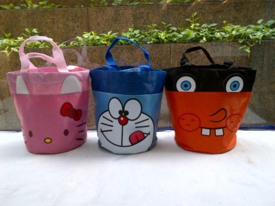 Tas Kantong Hello Kitty, Doraemon & Spongebobs..