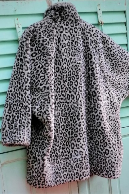 Grey Snow-Leopard Faux Fur Coat, U.FAUX2.01, bat-wing sleeve
