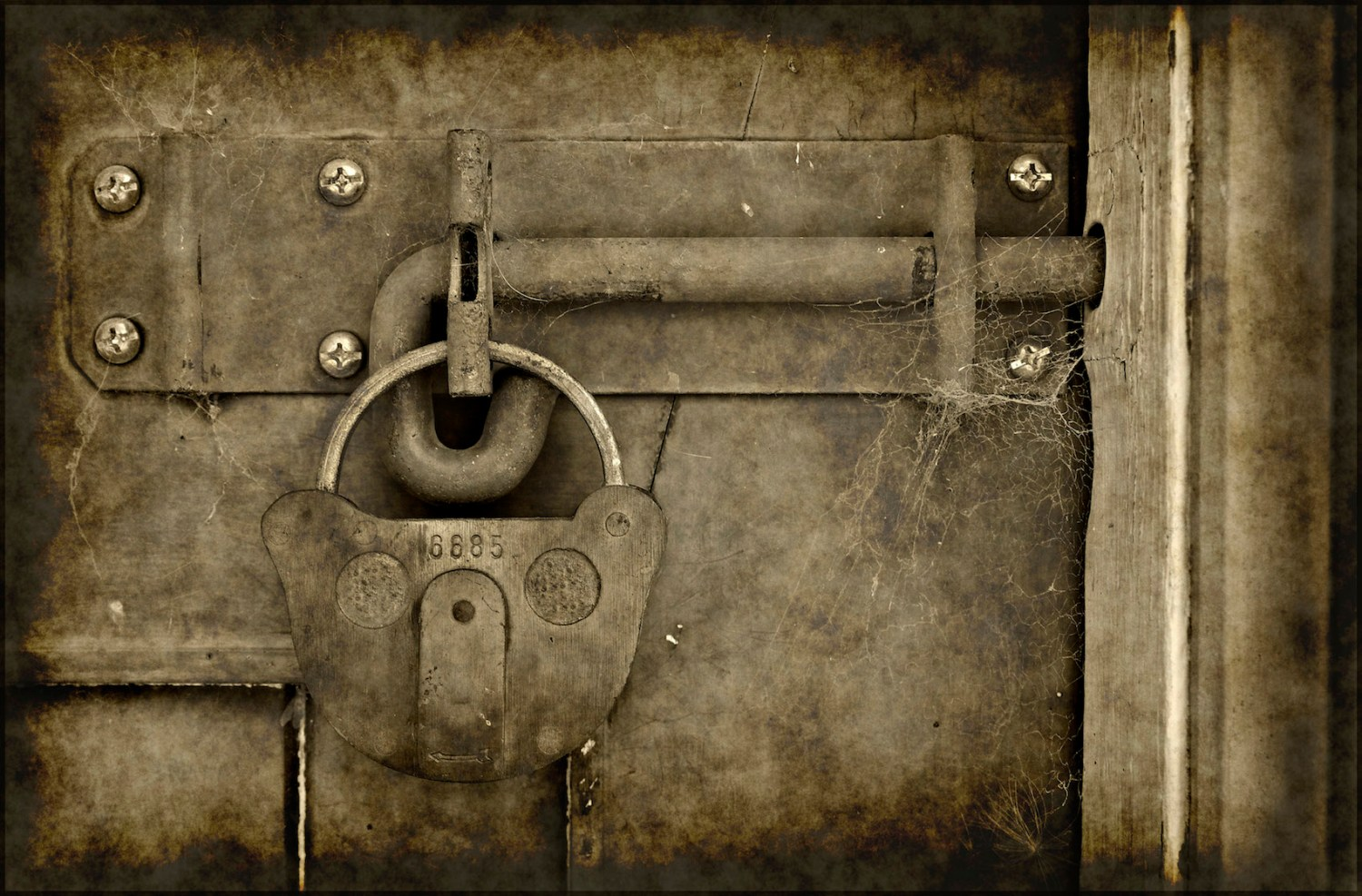 Old vintage grungy lock on a door photo | www.myfreetextures.com