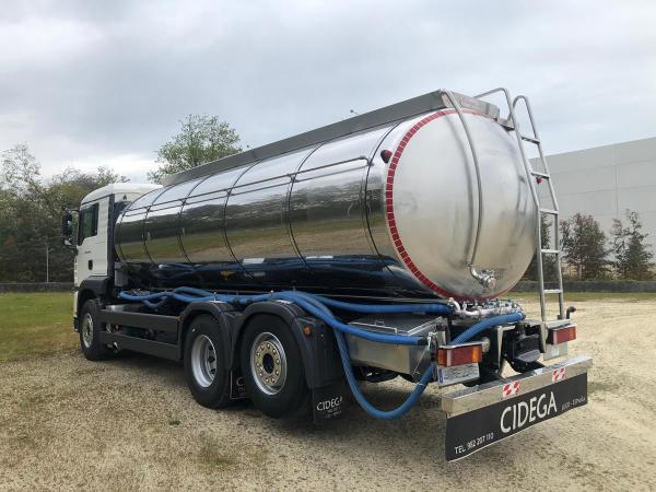 Camión cisterna MAN, 3 ejes, para recogida de leche