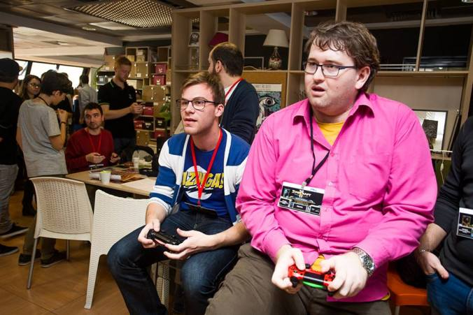 Tehnologia nu te face antisocial bloggers lan party 2015