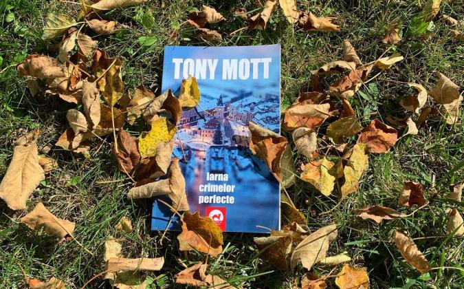 Iarna crimelor perfecte - Tony Mott (Antoaneta Gales)