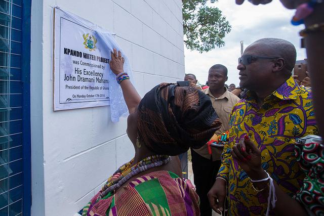 mahama-commissions-water-project-at-kpando-8