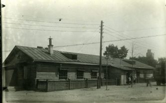 """На этом месте сейчас стоит фабрика-кухня. Источник: фонды Музея истории и трудовой славы АО НАЗ """"Сокол"""""""