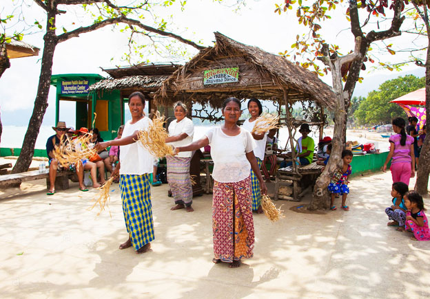 Hospitable Locals in Palawan - Why Buy a Beachfront Property in the Philippines?