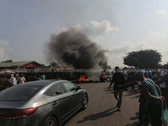 Juapong residents block road over killing of businessman 5