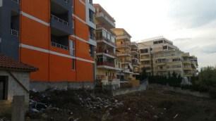 Mbeturina të hedhura kudo. Tirane. Citizens Channel