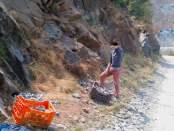Fëmijë duke mbledhur krom në Bulqizë. Foto: Sami Curri / Citizens Channel