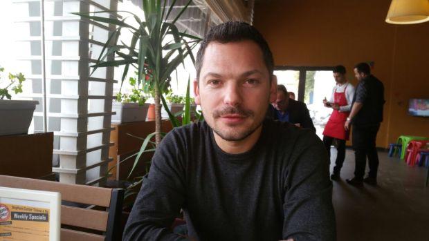 Elson Laçej duke folur për Citzens Channel. Foto: E.K / Citizens Channel