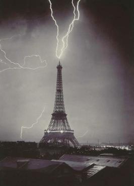 Les éclairs atteignent la Tour Eiffel, 1902