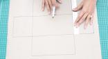 Buat dua kotak di atas dan bawah kotak pertama dengan ukuran panjang yang sama namun tingginya 10 cm. di bagian kanan dan kirinya, buat kotak dengan ukuran tinggi 11,5 dan panjang 10 cm