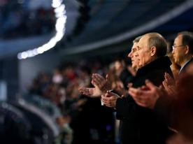 Presiden Rusia - Vladimir Putin (Kanan) Bersama Presiden International Olympic Committee (IOC) - Thomas Bach, Memberikan Aplaus Setelah Lagu Kebangsaan Rusia Selesai Dikumandangkan Pada Pembukaan Olimpiade Musim Dingin Di Sochi, Rusia. (Sumber : http://www.sochi2014.com/en/photos)