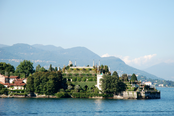 Day trip to Lake Maggiore from Milan by train or private Milan taxis