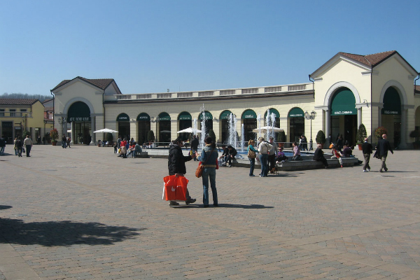 Day trip to Serravalle from Milan by train or private Milan taxis