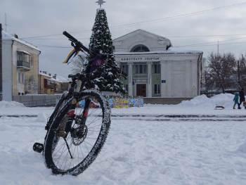 Экстремальная езда на велосипедах по г. Изюму (фото)