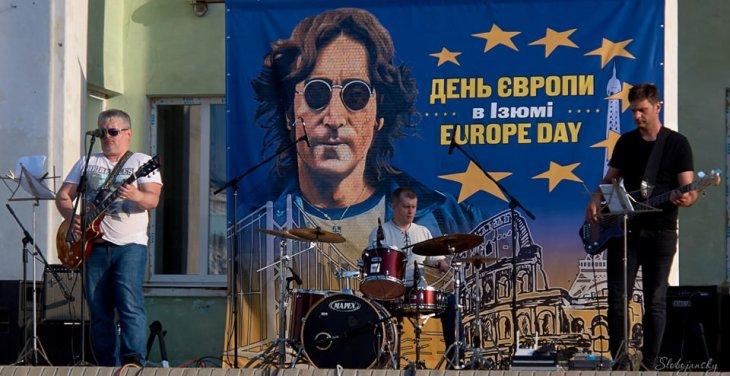 """В Изюме прошёл """"День Европы"""" (фото)"""