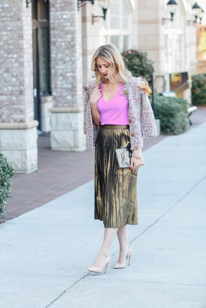 gold-foil-high-waist-skirt-v-neck-tee-shirt-city-peach
