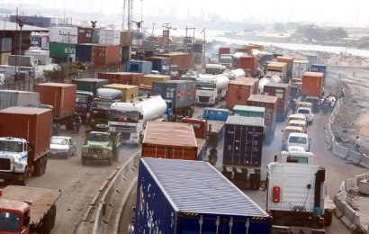 Report: More than half of trucks in Apapa have no business in the Seaports