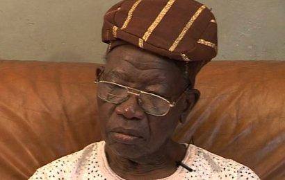 Buhari Greets Jakande At 90