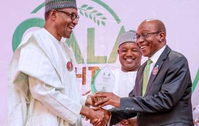 Buhari Congratulates Emefiele At 60
