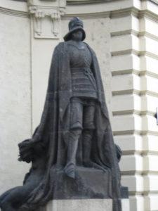 Φοιτητική ζωή στην Πράγα - statue of Golem