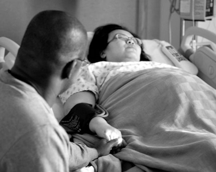dad in the delivery room with pregnant mom