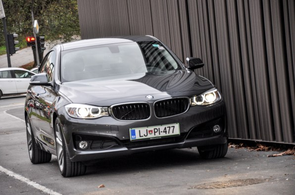 BMW 3GT - Zdi se, da je izbira motroja 320d najbolj racionalna odločitev, ki omogoča zadosno mero dinamike in hkrati varčnosti.