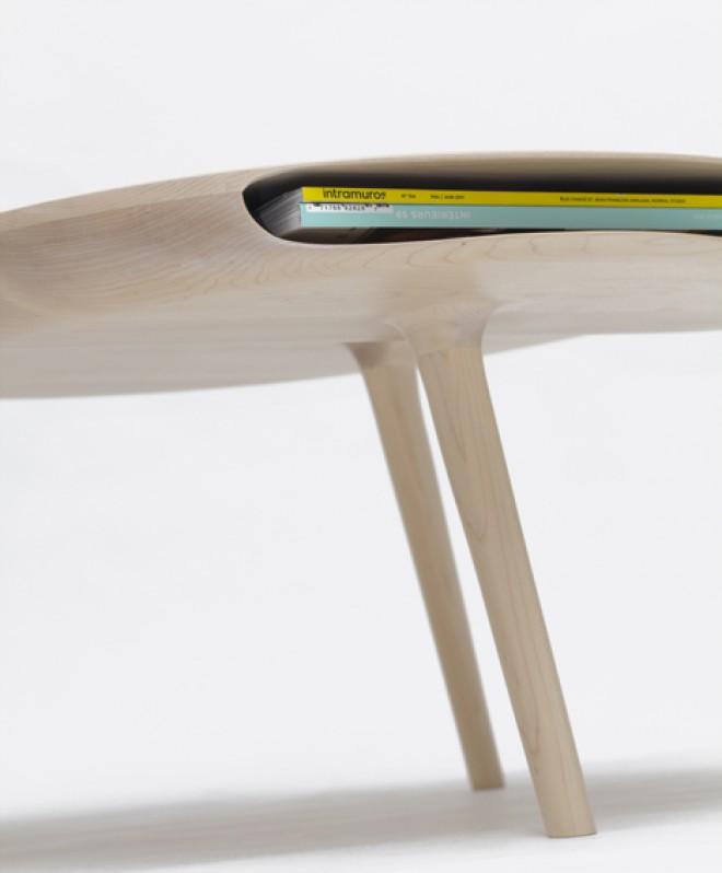 """""""Tokyo table"""", Loïc Bard  - Preprosta estetika z diskretnim predalčkom, odličnim za shranjevanje knjig, revij ali prenosnih naprav."""