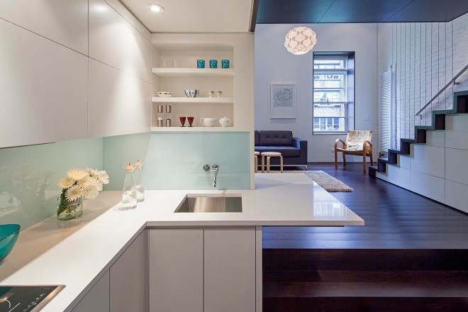 Funkcionalna kuhinja in prostorna dnevna soba