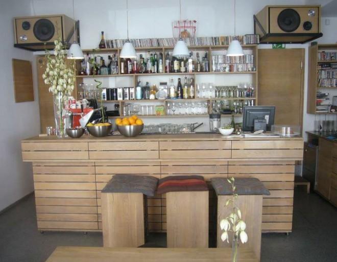 Ko nujno potrebujemo odmik od mestnega vrveža in dobro kavo, se dobimo na Gornjem trgu. Foto: Facebook profil kavarne