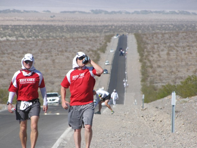 Ultramaratonska preizkušnja Badwater v Dolini smrti. Foto: Trail and ultra running