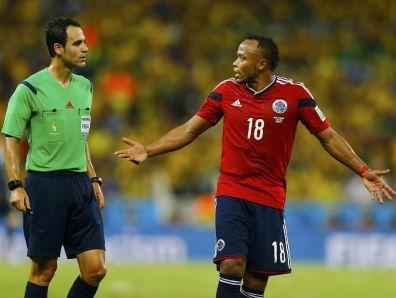 Sokrivec Neymarjeve poškodbe in Zúñigin 'partner v zločinu' je španski sodnik Velasco Carballo, saj je dopuščal pregrobo igro in zgolj štiri od skupno 54 prekrškov (rekord prvenstva) kaznoval z rumenim kartonom. Zaradi tega je bile tekma na robu izroditve in je skoraj končala kariero Neymarja.