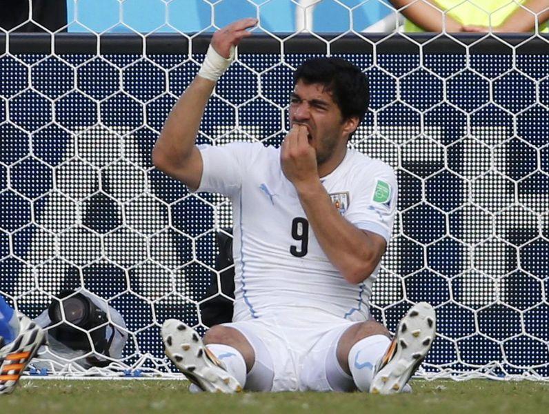 En ugriz je bil dovolj, da se je Suarez podpisal pod enega najbolj 'znamenitih' trenutkov v zgodovini svetovnih prvenstev. Potem ko je potopil svoje zobe v ramo Giorgia Chiellinija je svoji reprezentanci polomil zobe, saj je bil prav on njeno najmočnejše orožje.