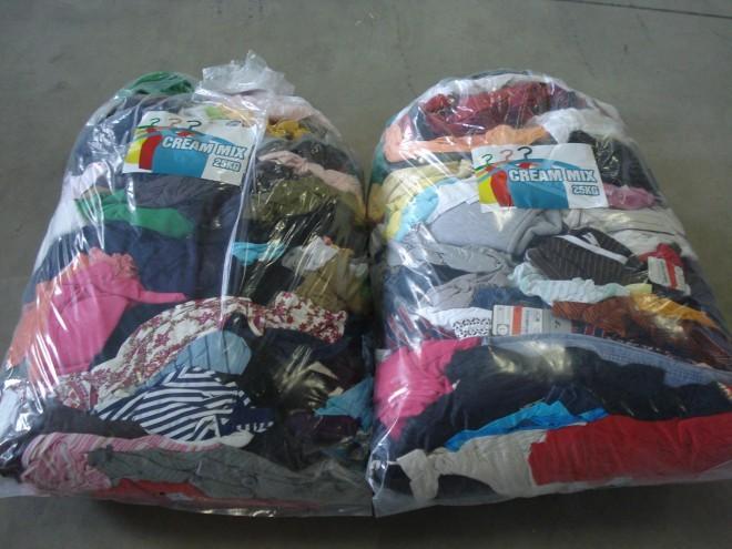 Oblačil se lahko znebite v zabojnike Tekstilnice ali na zbiralnih akcijah.
