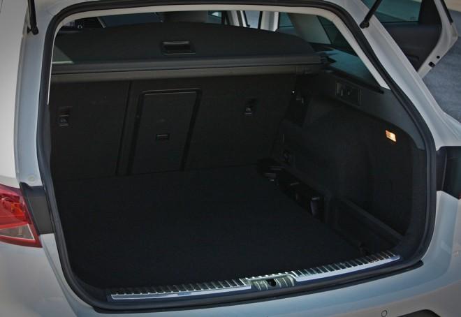 Prtljažnik v osnovi pogoltne 587 litrov, ima dvojno dno, v katerega je mogoče skriti prtljažni rolo, v slednjem pa se skriva tudi mreža za pregrado med prostoroma. S podiranjem zadnje klopi v ravno dno pa prtljažnik naraste na 1.470 litrov.