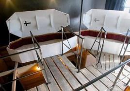 Hotel, kjer bomo spali v krsti - Propeller Island City Lodge, Nemčija