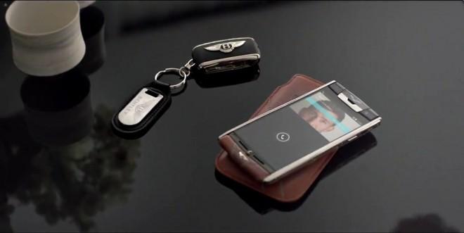 Mobilnik je za razliko od predhodnih Vertujevih telefonov, ki so bili osnovani na operacijskem sistemu symbian veliko naprednejši, saj deluje na androidnem 4.4. OS-u, ponuja pa tudi številne napredne aplikacije.