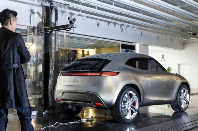 Prvi primerek crossoverja G-code bo na ogled postavljen na ogled postavljen v enem največjih Daimlerjevih avto salonov na svetu, ki bo kmalu vrata odprl prav v Pekingu.